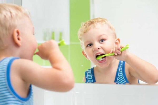 Việc đánh răng từ sớm không chỉ giúp bé ngừa các vấn đề về răng miệng mà còn hình thành thói quen cho trẻ từ khi còn nhỏ.